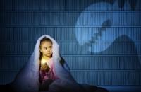 Что делать, если ребёнок боится темноты?
