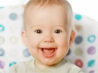 Что поможет малышу забыть о боли, когда у него режутся первые зубы?