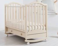 Нужно ли покупать вашему малышу детскую кроватку, если он спит вместе с родителями?